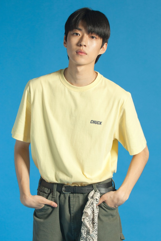 19 SUMMER CHUCK SMALL LOGO T-SHIRT (LIGHT YELLOW)